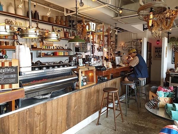 日本沖縄県ZHYVAGO COFFEE WORKS OKINAWA (26).jpg