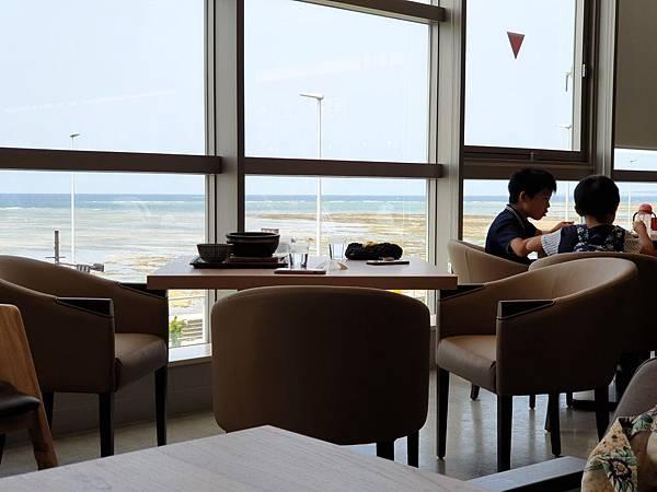 日本沖縄県サンエー浦添西海岸PARCO CITY:2F フードホール (11).jpg