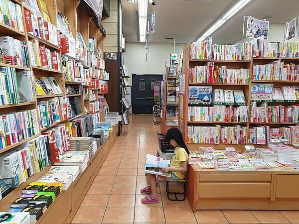 日本沖縄県TSUTAYA 那覇新都心店 (3).jpg