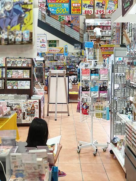 日本沖縄県TSUTAYA 那覇新都心店 (8).jpg