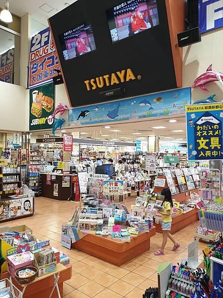 日本沖縄県TSUTAYA 那覇新都心店 (14).jpg