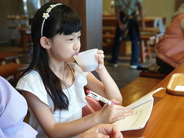 南投縣魚池鄉喝喝茶 台灣香日月紅茶廠:3F品茗體驗區 (10).jpg