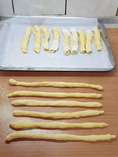 手作咖哩三星蔥蔥油麵包 (6).jpg