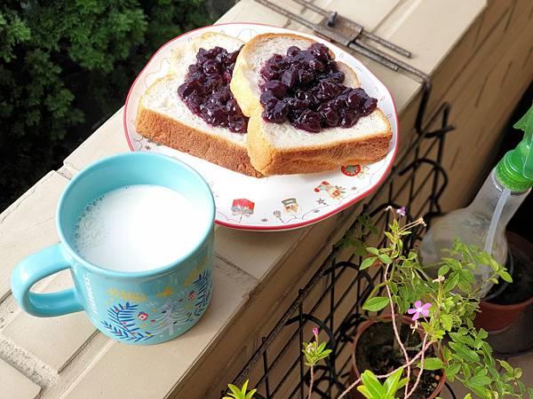 TREES BREAD食パン與手作藍莓果醬by Everina (3).jpg