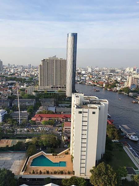 泰國曼谷Millennium Hilton Bangkok:TWIN PREMIUM ROOM (2).jpg