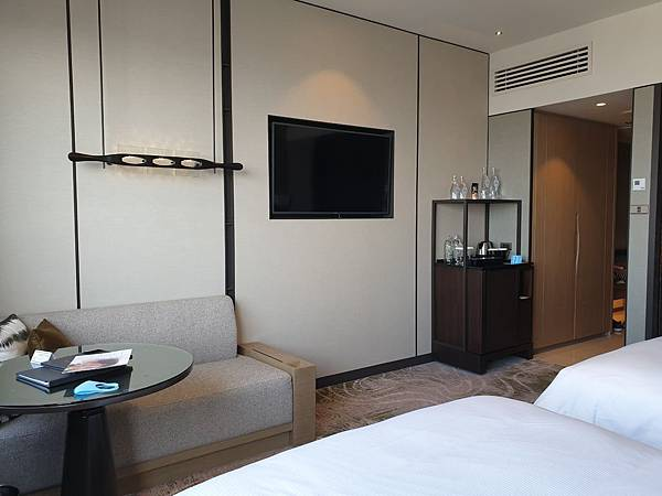 泰國曼谷Millennium Hilton Bangkok:TWIN PREMIUM ROOM (9).jpg