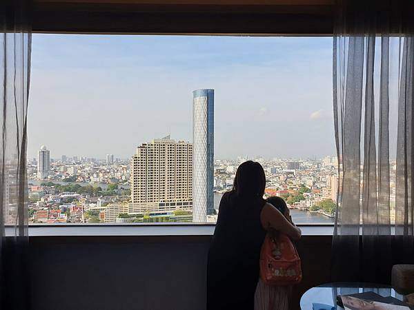 泰國曼谷Millennium Hilton Bangkok:TWIN PREMIUM ROOM (12).jpg