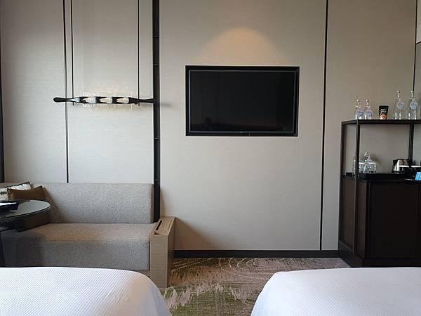 泰國曼谷Millennium Hilton Bangkok:TWIN PREMIUM ROOM (14).jpg