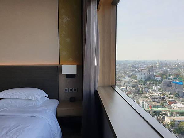 泰國曼谷Millennium Hilton Bangkok:TWIN PREMIUM ROOM (18).jpg