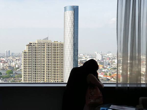 泰國曼谷Millennium Hilton Bangkok:TWIN PREMIUM ROOM (13).jpg