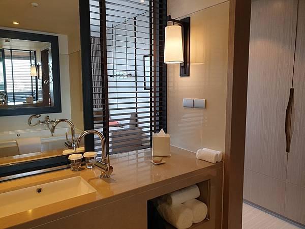 泰國曼谷Millennium Hilton Bangkok:TWIN PREMIUM ROOM (23).jpg