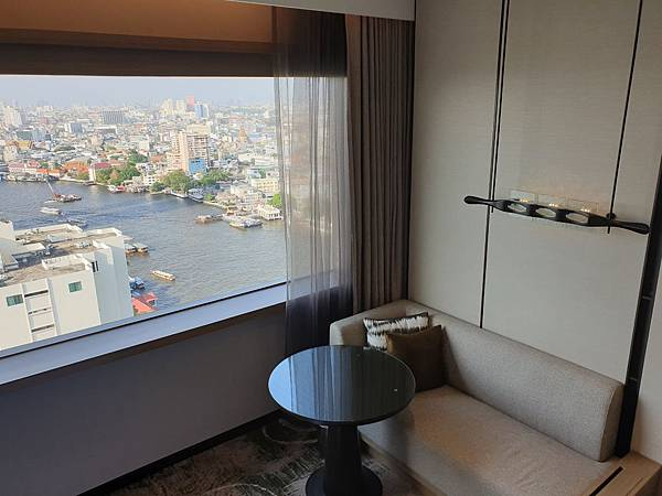 泰國曼谷Millennium Hilton Bangkok:TWIN PREMIUM ROOM (35).jpg