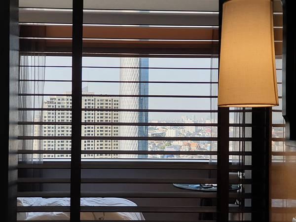 泰國曼谷Millennium Hilton Bangkok:TWIN PREMIUM ROOM (42).jpg
