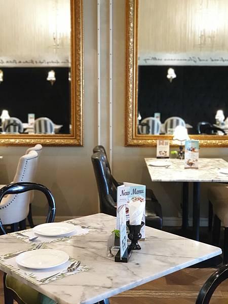 泰國曼谷CENTRAL EMBASSY:Audrey Cafe Glamour (10).jpg
