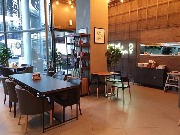泰國曼谷AVANI Sukhumvit Bangkok:The Coffee Club (9).jpg