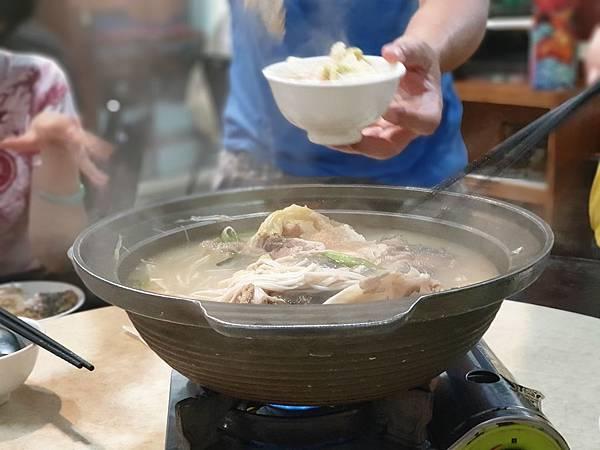 台北市一家魚頭火鍋店 (8).jpg