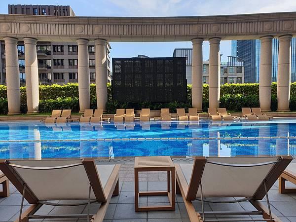 台北市台北美福大飯店:戶外恆溫游泳池 (2).jpg