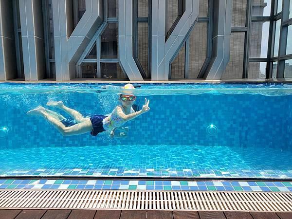 亞亞的林口空中游泳 (1).jpg