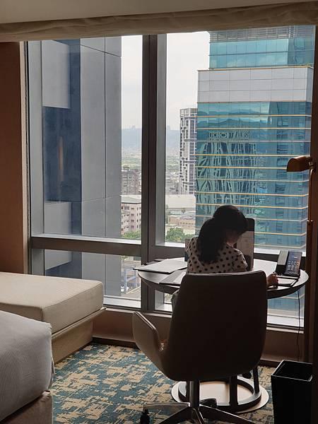 台北縣板橋市臺北新板希爾頓酒店:希爾頓客房 (37).jpg
