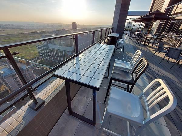 台中市台中MOXY酒店:XOXO Roofbar (1).jpg