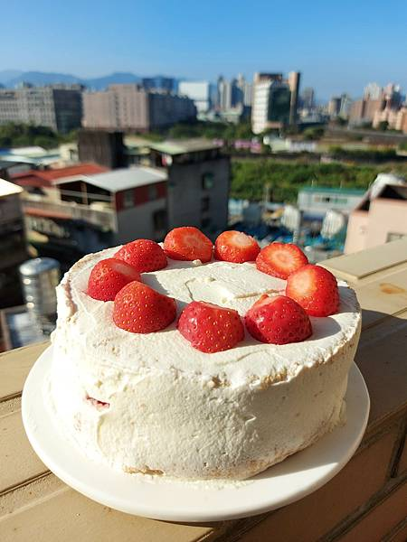 手作鮮奶油草莓戚風蛋糕 (9).jpg