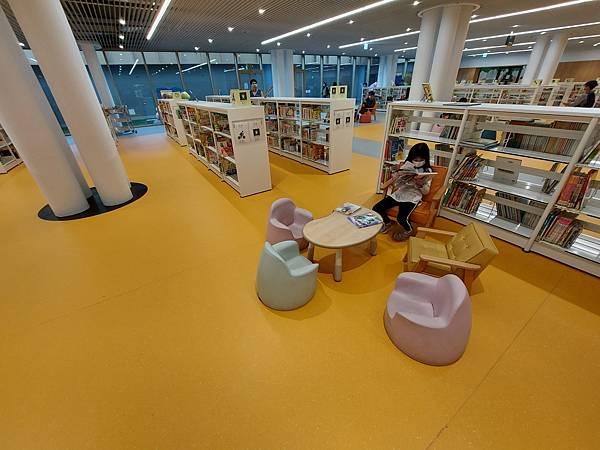 台南市台南市立圖書館:館內 (8).jpg