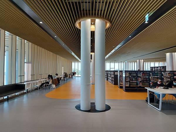 台南市台南市立圖書館:館內 (36).jpg