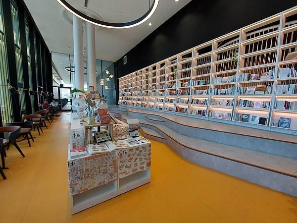 台南市台南市立圖書館:館內 (44).jpg