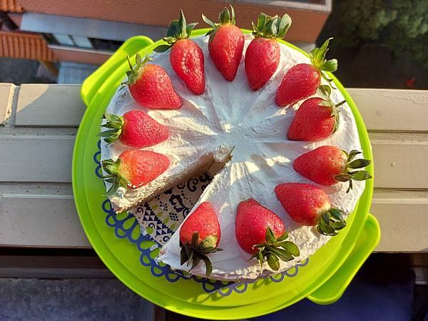 手作鮮奶油草莓戚風蛋糕《厚鮮奶油版》 (1).jpg