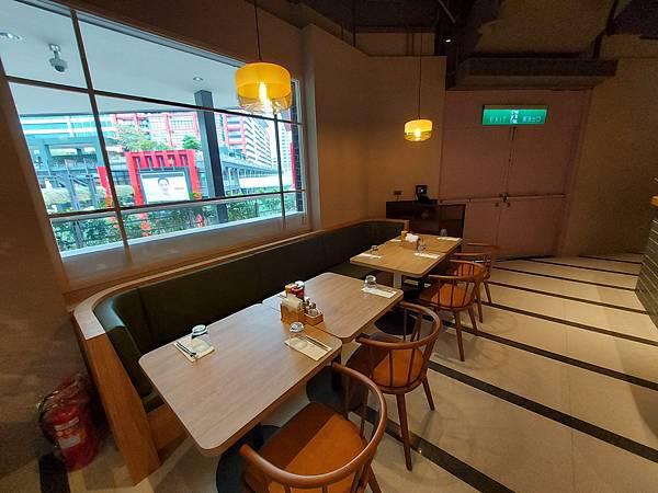 台北市M ONE CAFE A11館 (8).jpg