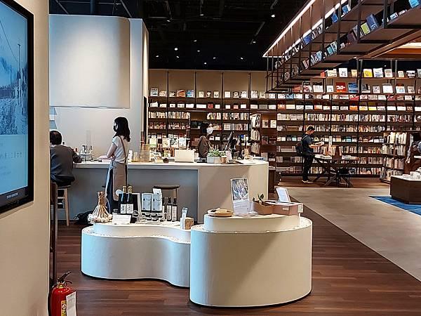 台北市TSUTAYA BOOKSTORE松山店 (5).jpg