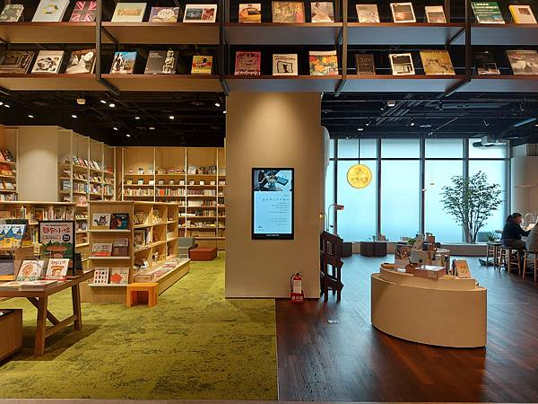 台北市TSUTAYA BOOKSTORE松山店 (3).jpg