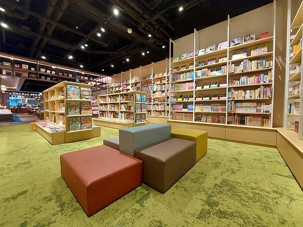台北市TSUTAYA BOOKSTORE松山店 (6).jpg