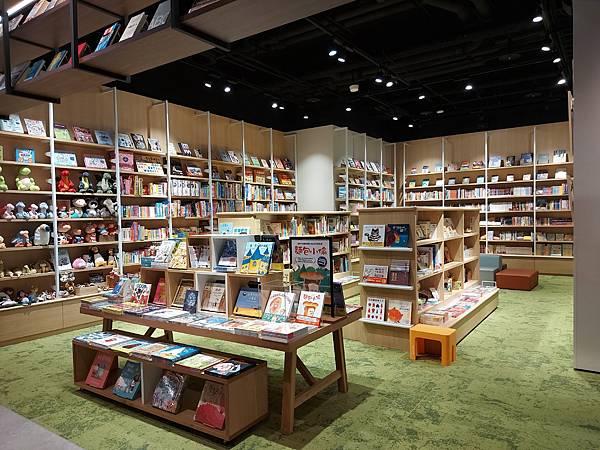 台北市TSUTAYA BOOKSTORE松山店 (4).jpg