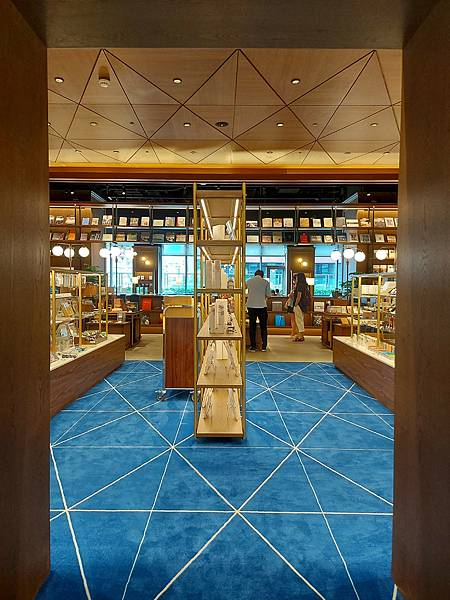 台北市TSUTAYA BOOKSTORE松山店 (13).jpg