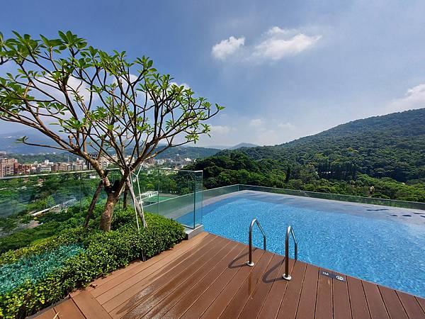 台北市台北士林萬麗酒店:屋頂無邊室外泳池 (1).jpg