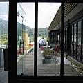 台北市山玥新館觀景餐廳戶外座位區(自室內角度).jpg