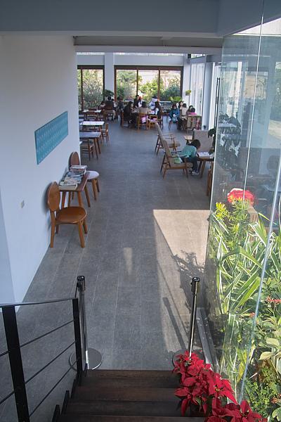新竹縣竹北市喜木咖啡階梯俯視一樓空間.jpg
