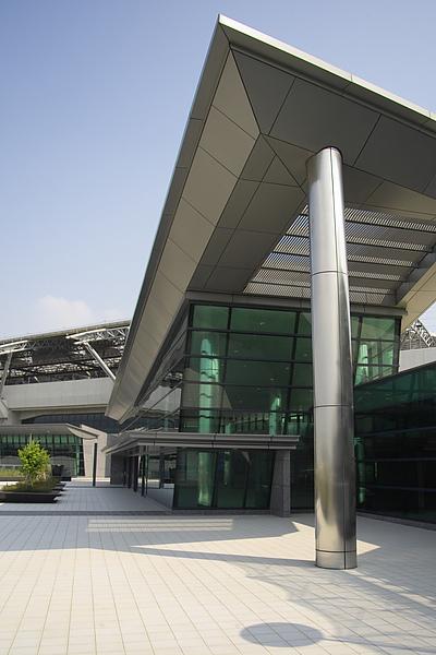 台中縣烏日鄉高鐵站3號入口屋頂造型.jpg