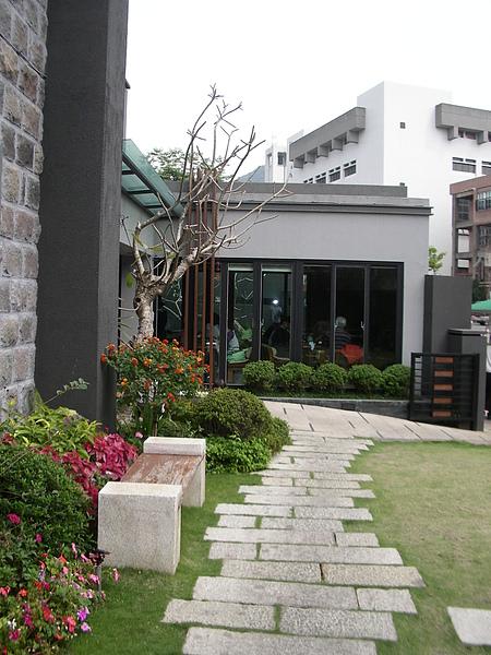 台北市加賀庭園食房步道.JPG
