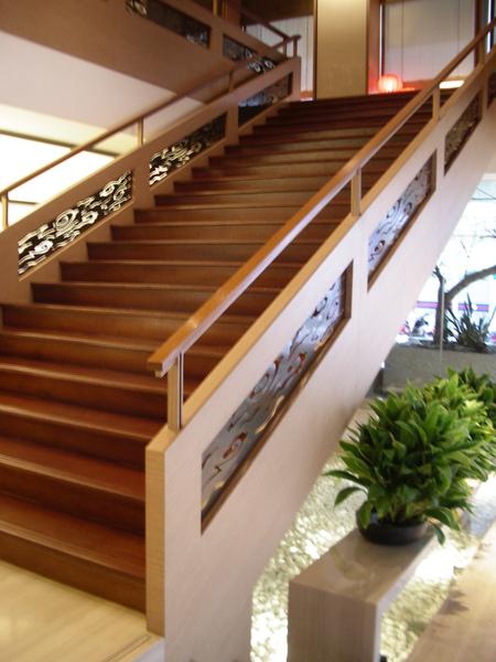 台北市城市商旅大廳階梯3.JPG