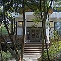 新竹縣芎林鄉維洛那咖啡庭園餐廳大門步道.jpg
