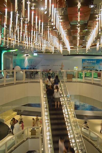 高雄市夢時代購物中心試營運上網區燈飾.jpg
