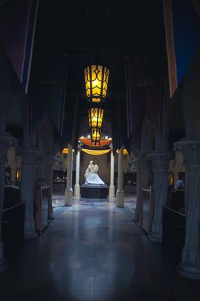 香港迪士尼樂園皇室宴會廳內裝4.jpg