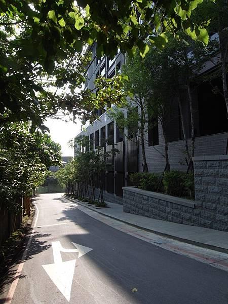 台北市北投麗禧溫泉酒店:外觀及空中水池 (15).JPG