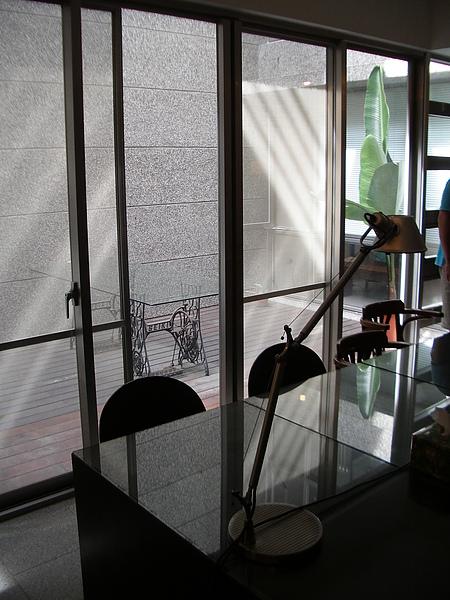 台東縣台東市少則得民宿一樓起居室光影.JPG