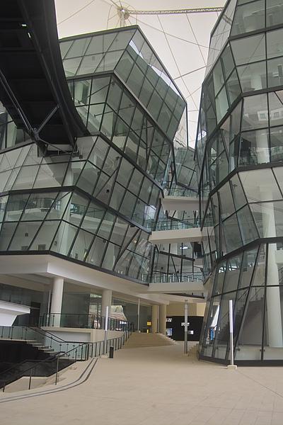 新加坡LASALLE學園玻璃屋近景.jpg