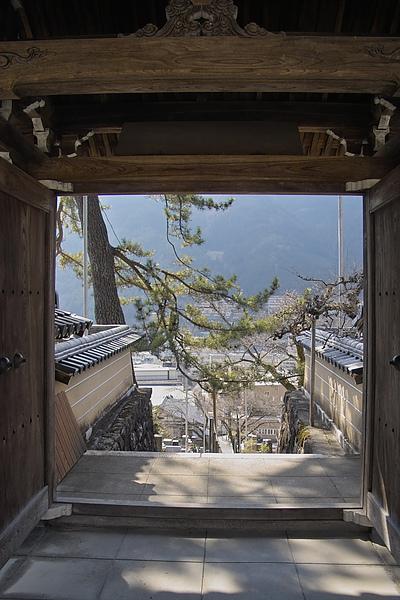 日本下呂市溫泉寺門外風景.jpg