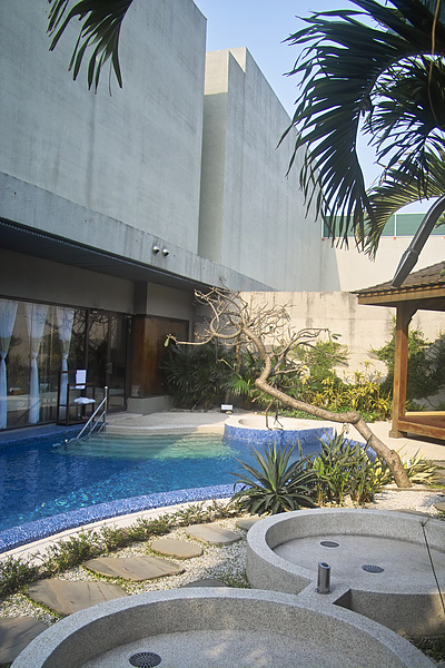 彰化縣紅樓精品旅館巴里島帝后120號房按摩水柱3.jpg