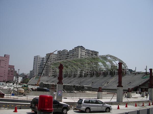 台北市體育場(田徑兼足球場)椼架屋頂及觀眾席.JPG